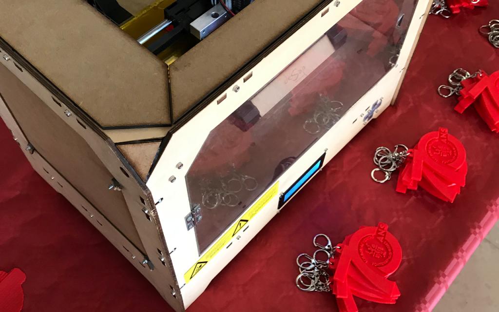 Imprimante 3D lors de la création de porte-clés en impression 3D